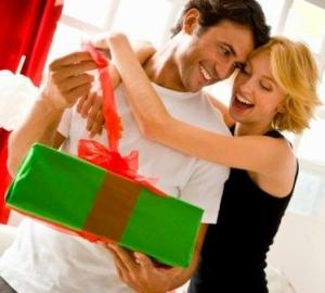 Подарунки на річницю відносин хлопцю: що ж вибрати для свого єдиного?