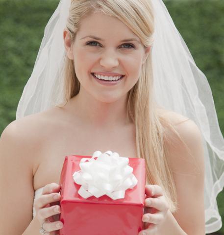 Подарунок гостям на весіллі: традиція, нововведення, необхідність, радість?