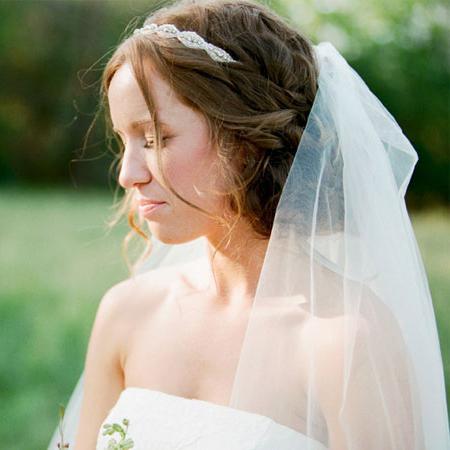 Зачіски на весілля з фатою і без неї