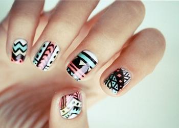 нарощування та дизайн нігтів