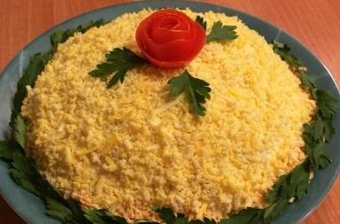 Салат з консервованої сайри: фантазуємо, готуємо, пробуємо!