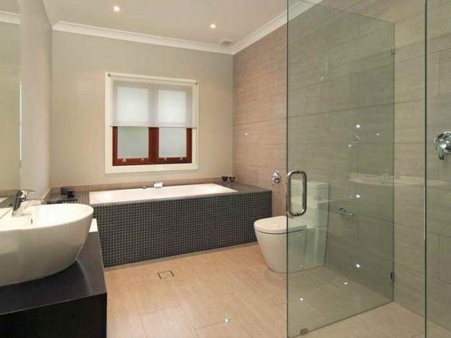 скляні двері у ванну кімнату