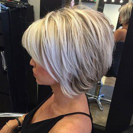 Стрижка драбинка на коротке волосся