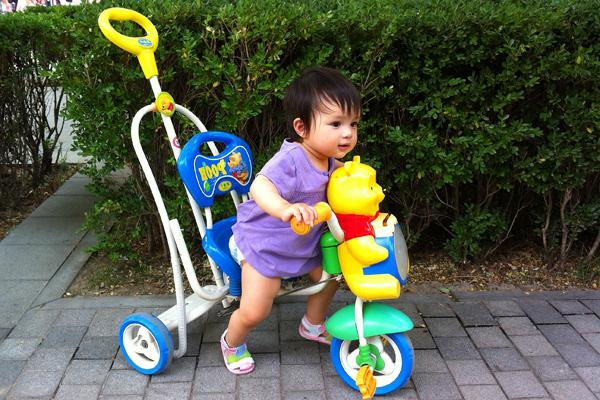 Велосипед дитячий з ручкою - знахідка для батьків