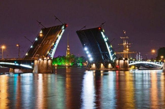 У скільки в пітері розводять мости - знати необхідно